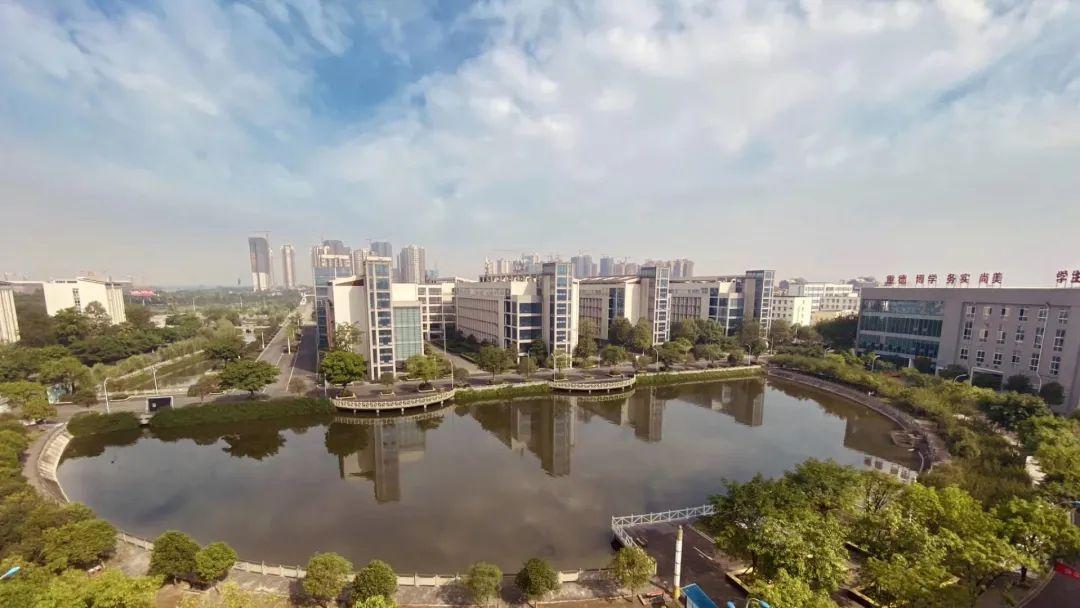德阳科贸职业学院——四川省内首家减免3年杂费的院校!